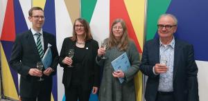 Die Kurt-Wolff-Preisträger 2018, Ingo Ingo Držečnik und Margitt Lehbert, gemeinsam mit der Stiftungsvorsitzenden Britta Jürgs und Laudator Stefan Weidle.